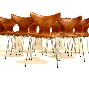 Arne Jacobsen lilly chairs